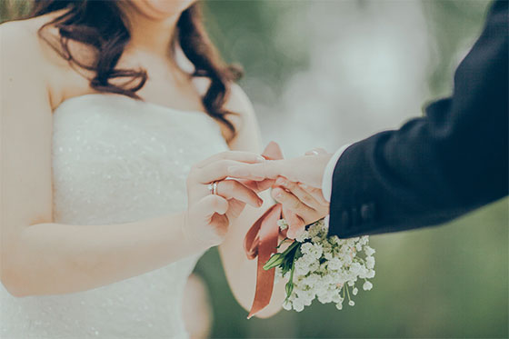 Make your wedding fabulous without breaking the bank - How to Plan a Wedding on a Budget